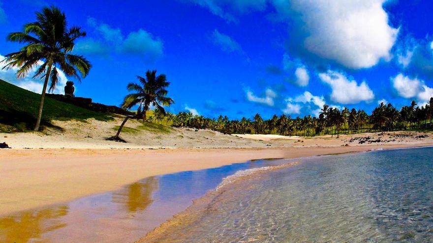 Playa de Anakena, la imagen más polinésica de la Isla de Pascua.