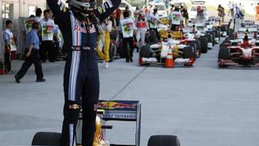 """Vettel: """"No necesito poner en problemas a los Brawn, lo están haciendo ellos solos"""""""