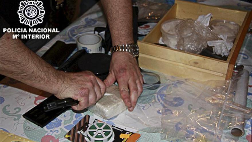 Detenido con 5,7 kilos de cocaína que procesaba en su domicilio de Valencia