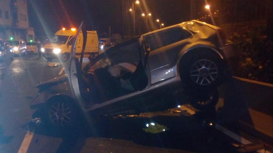 Herido grave un joven tras volcar su vehículo en la Avenida Marítima de Las Palmas de Gran Canaria
