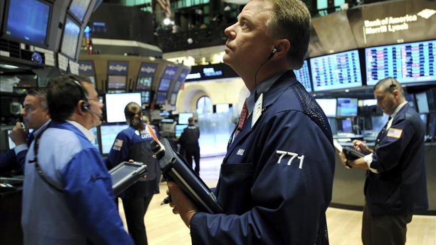 Wall Street abre con fuertes pérdidas y el Dow Jones cae un 1,10 por ciento