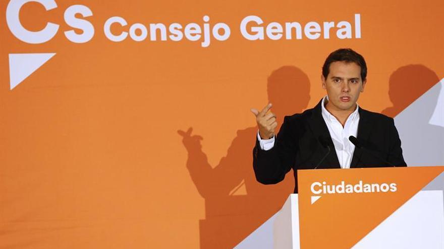 """Rivera pide al Gobierno que no se """"escaquee"""" y baje los impuestos"""