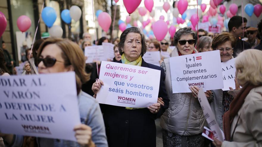 """Manifestación convocada por la plataforma """"Women of the World"""" a favor de las mujeres frente al feminismo radical."""