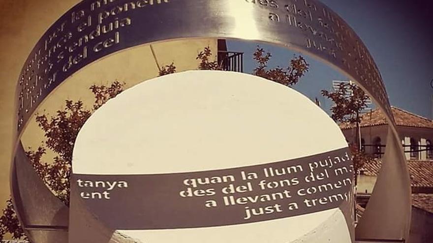 Imatge de l'escultura dedicada a Raimon