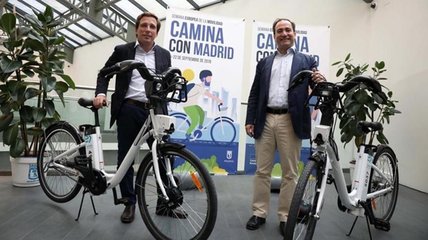 El alcalde de Madrid y el delegado de Medio Ambiente en la semana de la movilidad. / Ayuntamiento de Madrid