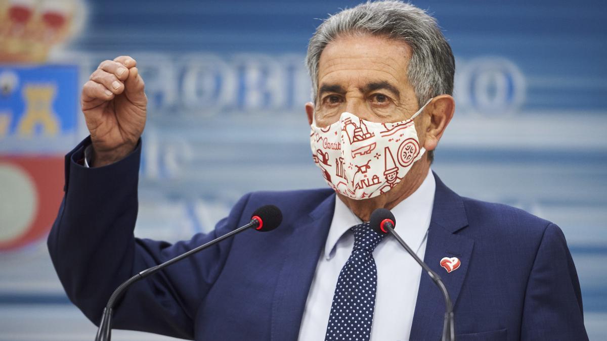 El presidente de Cantabria, Miguel Ángel Revilla, durante una rueda de prensa.
