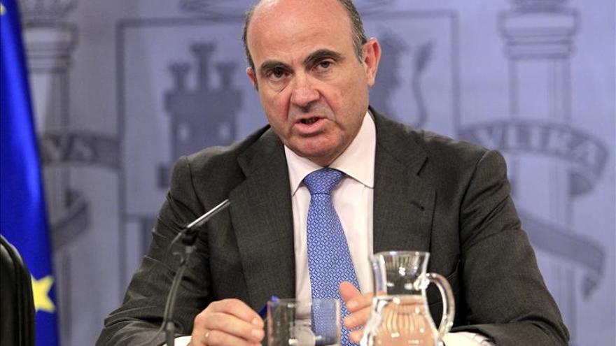 """De Guindos afirma que se mantendrán las reformas pero """"sin ajustes dolorosos"""""""