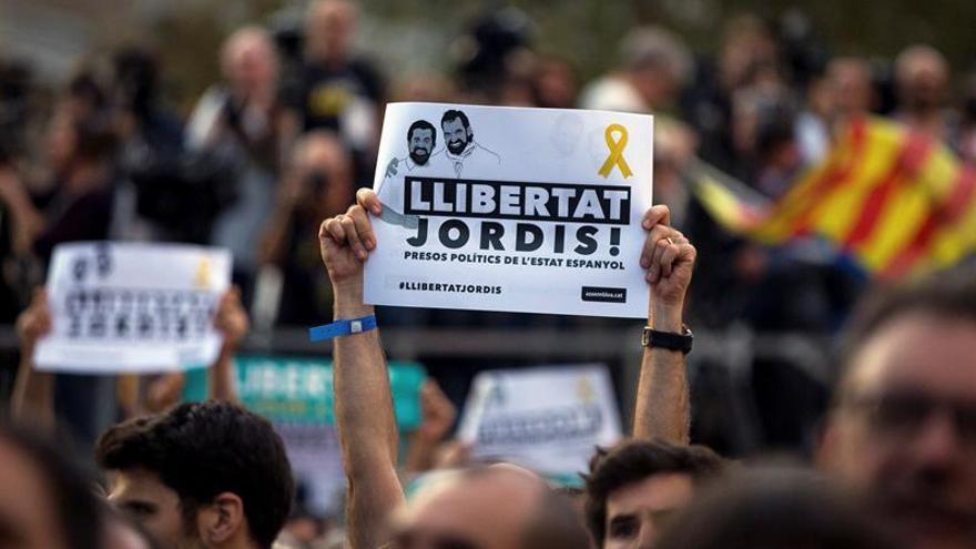 Once premios de honor de las letras catalanas piden libertad de Jordi Cuixart