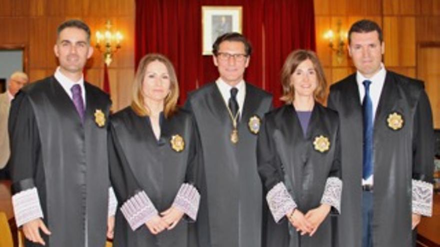 Raúl Sánchez, María Dolores Sánchez, Cristina Franco y Juan Alberto Cuesta junto a Miguel Pascual de Riquelme
