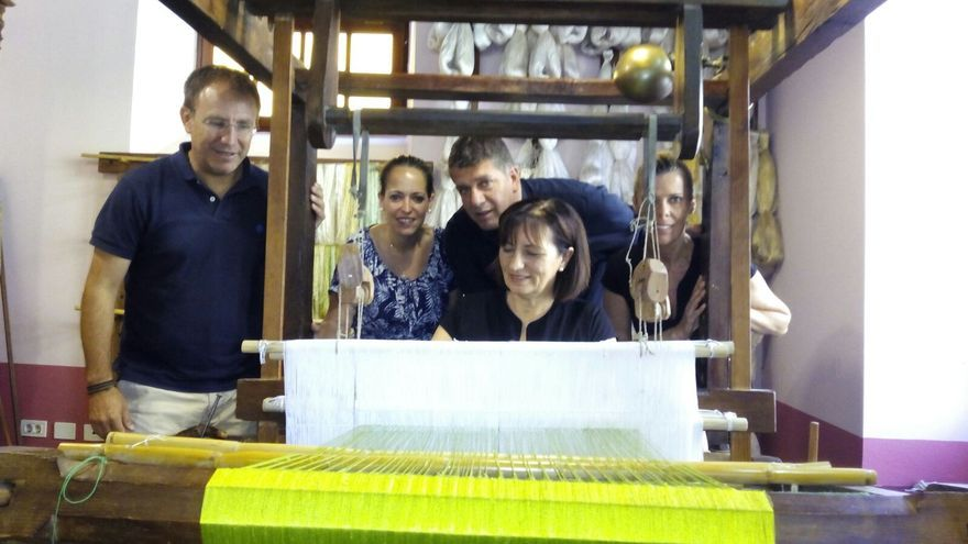 Sergio Rodríguez, Susana Machín y Andrés Carmona en el Museo de la Seda.
