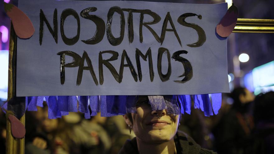 """""""Nosotras paramos"""", uno de los lemas de esta jornada de huelga y manifestación del 8M / Olmo Calvo"""