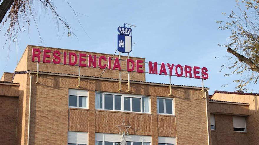 Castilla-La Mancha rectifica: solo personas con clínicas sospechosas serán aisladas en residencias de mayores