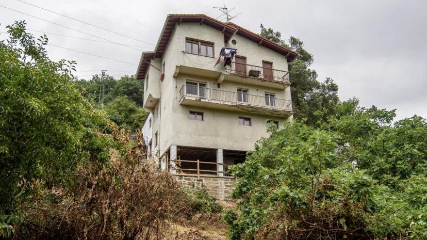 Muere el bebé que ha caído desde una altura de 4 pisos en Güeñes (Bizkaia)