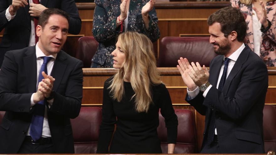 Teodoro García Egea y Pablo Casado aplaude a Cayetana Álvarez de Toledo tras su intervención en el Congreso.