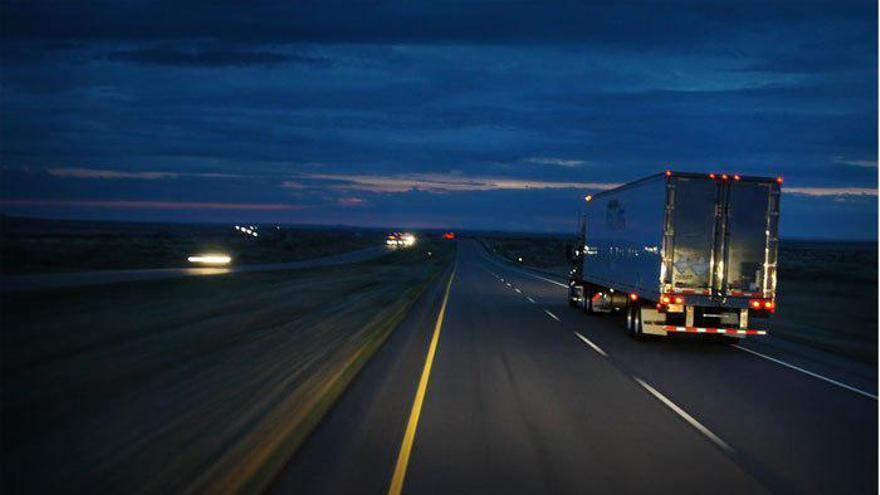 El Gobierno aprobó en 2010 proceder al apagado de la iluminación de centenares de enlaces de autovías y autopistas en España.