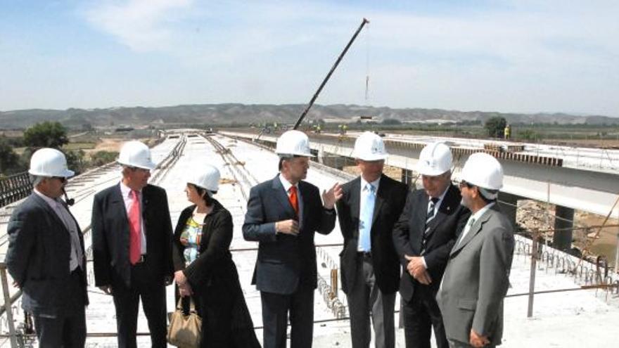 La autopista, un puente de 5,3 kilómetros sobre el Ebro entre El Burgo y Villafranca, fue inaugurada en 2008