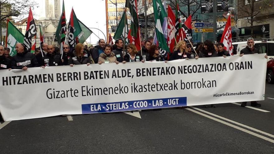 Manifestación de los docentes de la escuela concertada por las calles de Bilbao. Foto: ELA
