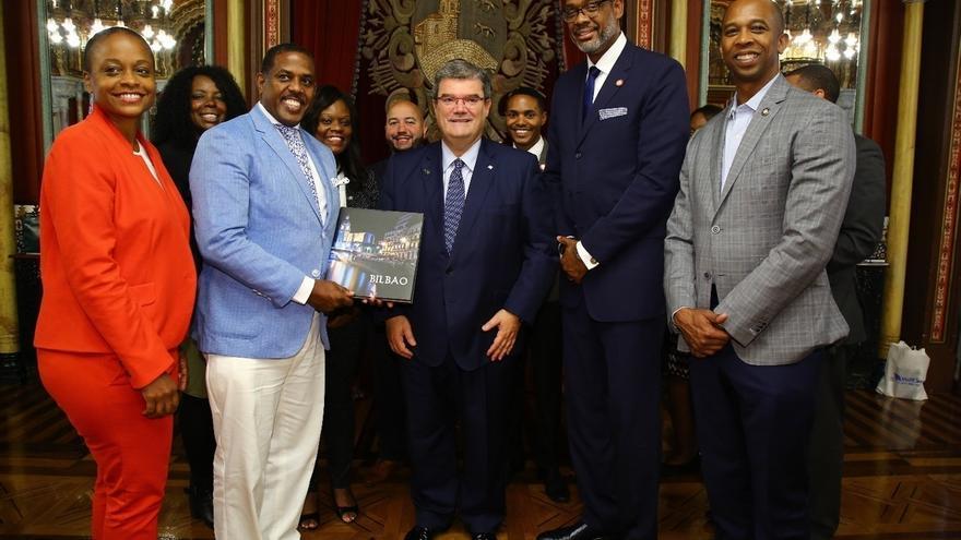 El alcalde de Bilbao recibe a una delegación institucional de la ciudad y el estado de Nueva York
