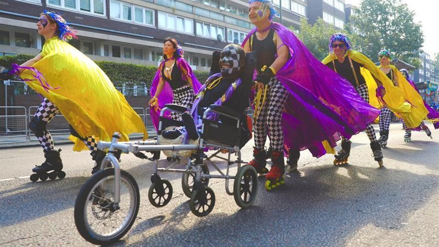 Miles de personas se congregan en Notting Hill para festejar su carnaval