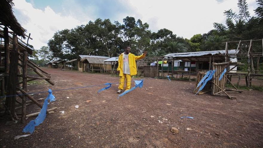 Ébola deja de propagarse de manera exponencial en Liberia y Guinea, según OMS