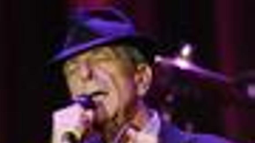 Leonard Cohen recibe el alta tras su desvanecimiento en pleno concierto