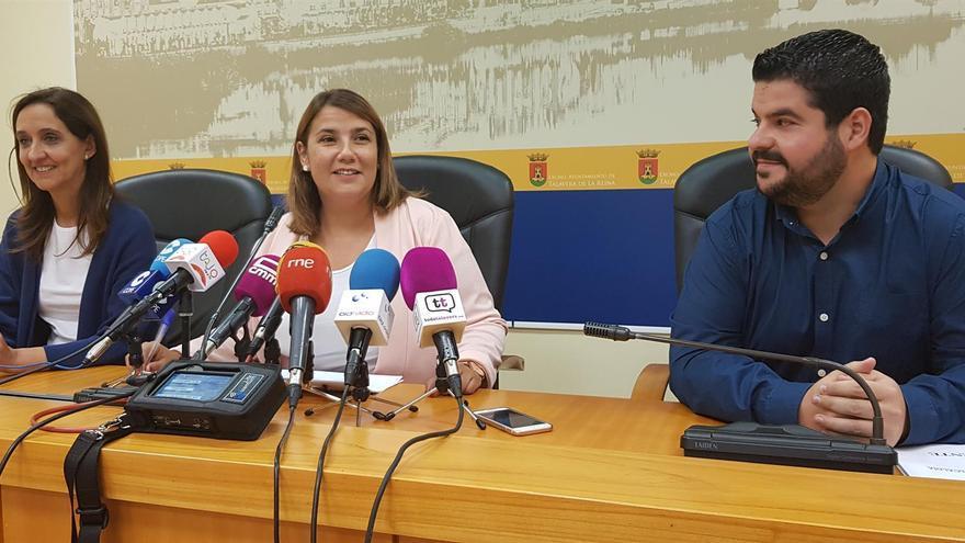 La alcaldesa de Talavera de la Reina, Agustina García Élez, junta a la portavoz y el viceportavoz del Gobierno local, Flora Bellón y Daniel Tito Rodríguez, respectivamente / Europa Press