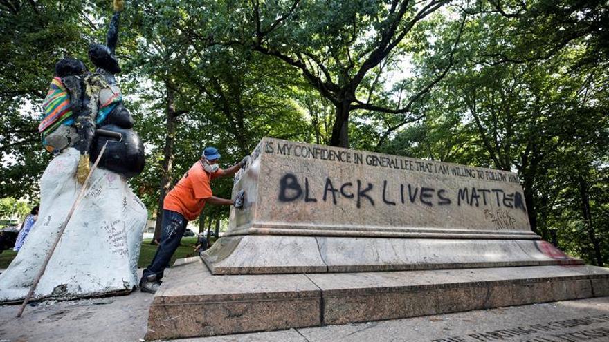Baltimore retira de madrugada sus monumentos a los defensores de la esclavitud