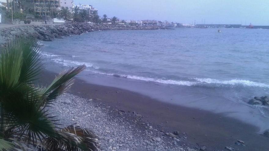 Playa cerrada al baño en Arguineguín.