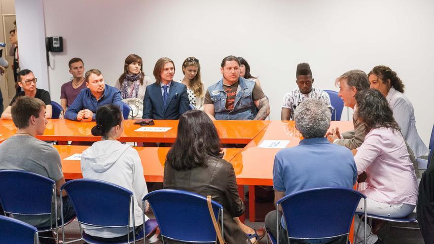 Encuentro del alcalde y la vicealcaldesa con refugiados en Zaragoza.