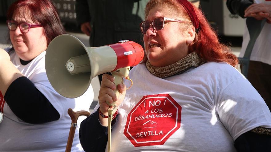 una vecina de Bormujos lucha contra su desahucio y pide clemencia al juez y al banco