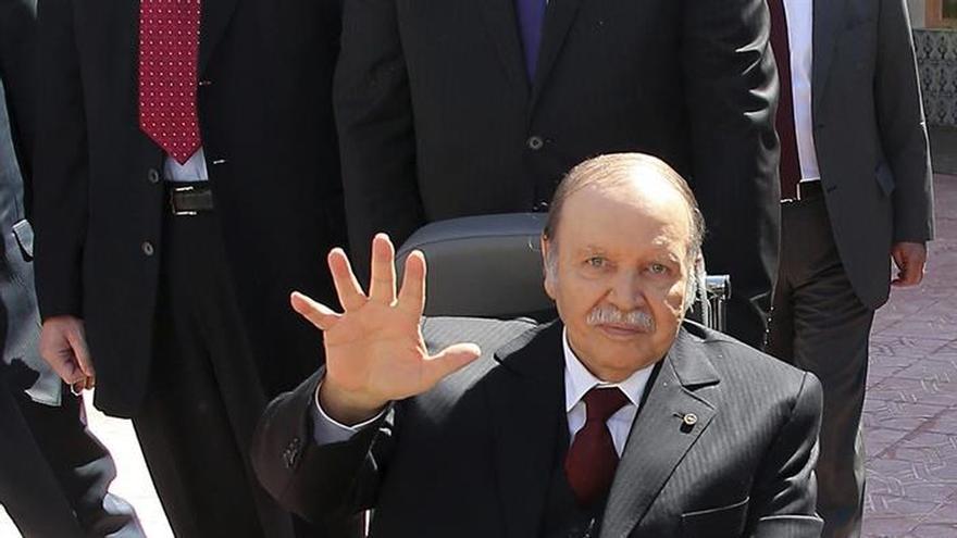 """Bouteflika felicita a Trump por """"su brillante victoria"""""""