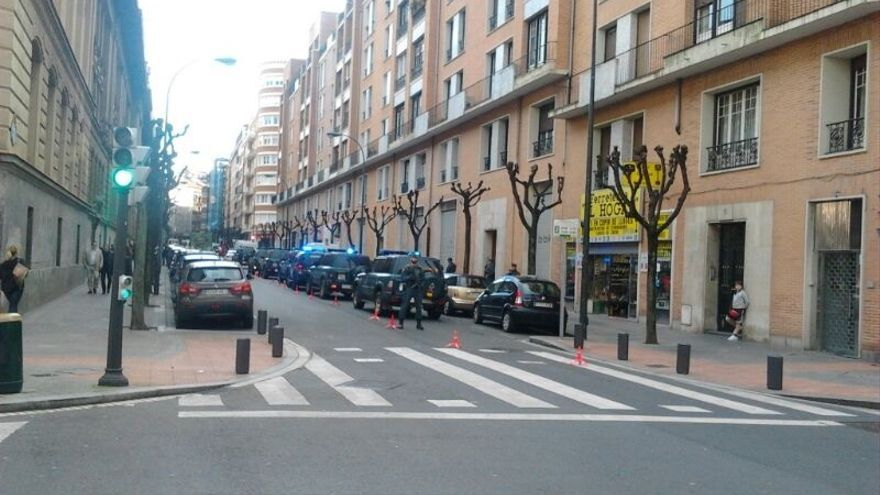 La Guardia Civil saca esposado del despacho de Zulueta a Egoitz López de la Calle, otro interlocutor del EPPK