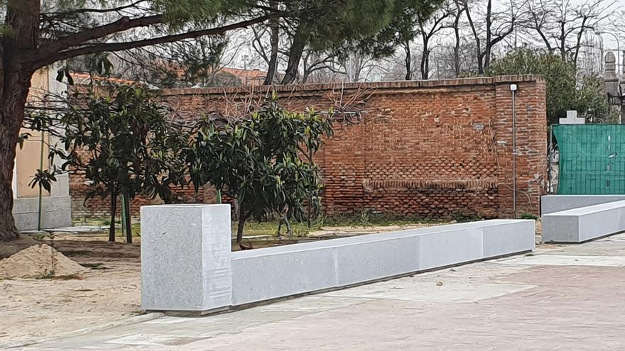 Uno de los elementos verticales del memorial.