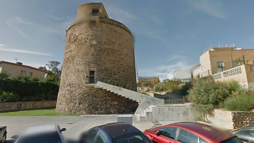 La torre de Punta Umbría, una de las mejor conservadas y la única en un casco urbano.