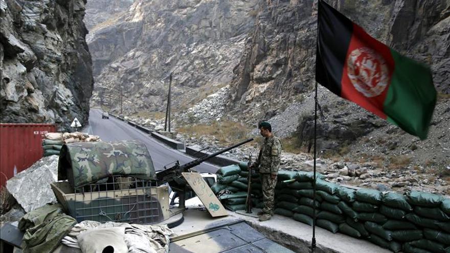 Tres niños muertos y doce heridos al explotar un proyectil en Afganistán