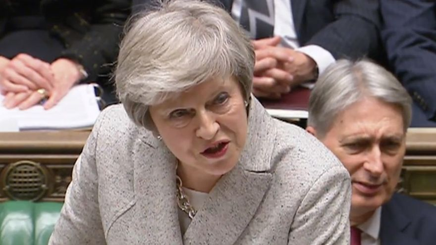 Theresa May defiende ante la Cámara de los Comunes el acuerdo del Brexit.