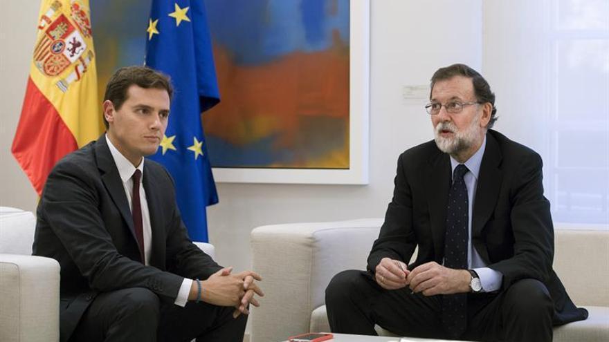 Rajoy se reúne con Rivera, que le vuelve a pedir que aplique el artículo 155