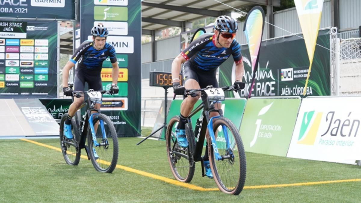 Salida de la primera etapa de la Andalucía Bike Race