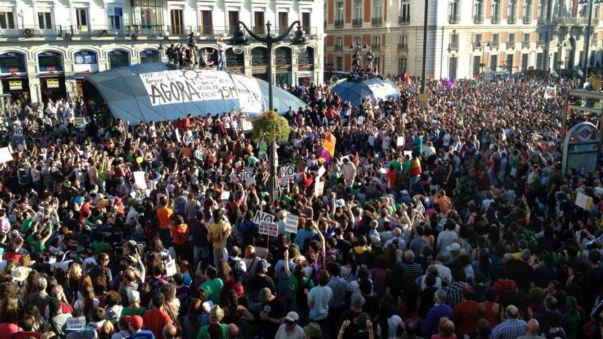 Cientos de personas llenan la puerta del Sol en el segundo aniversario del 15M / Foto: Susana Hidalgo.