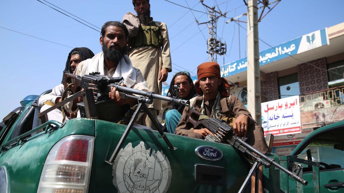 Combatientes talibanes tras hacerse con el control del país.