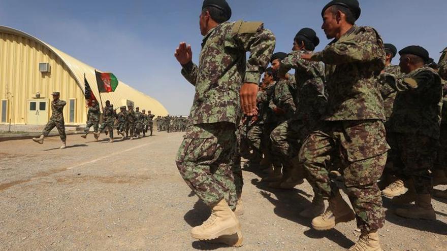 Afganistán suspende a diez altos mandos tras el doble ataque suicida contra autobuses de la Policía