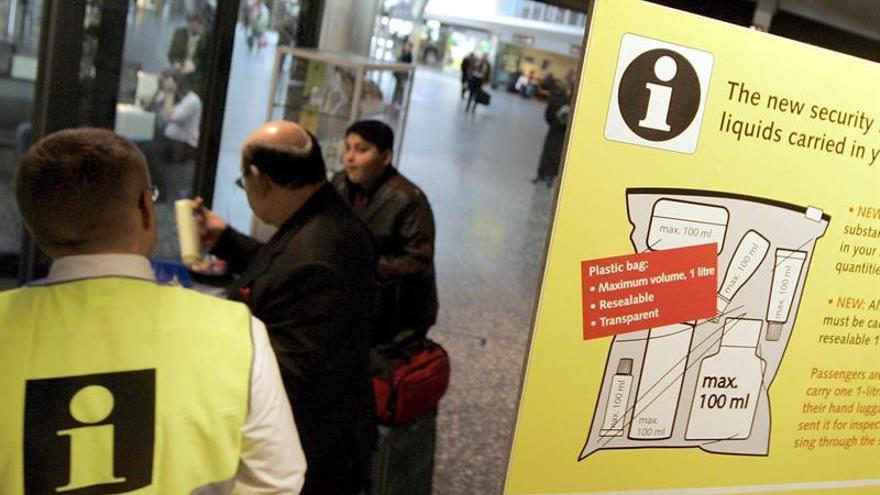 Schiphol prueba un escáner que no exige sacar portátiles y líquidos del equipaje