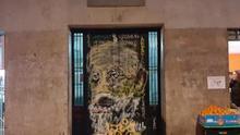 Graffiti con la cara de Unamuno en la puerta de la casa en la que nació