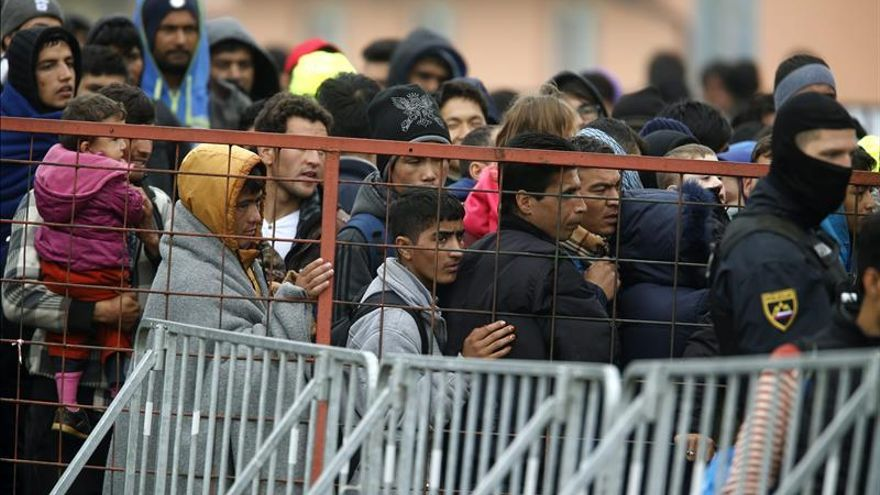 Eslovenia elevará barreras en la frontera croata por la llegada de refugiados