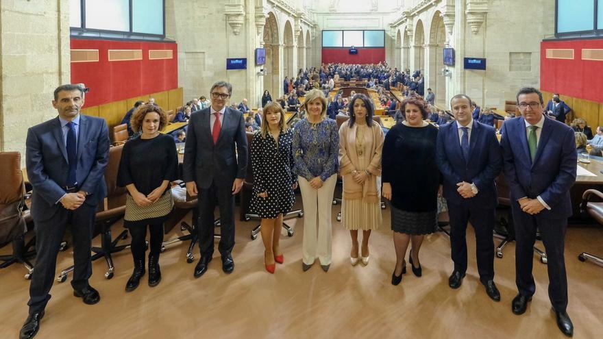 Los miembros de la Mesa del Parlamento durante el acto del 28F.