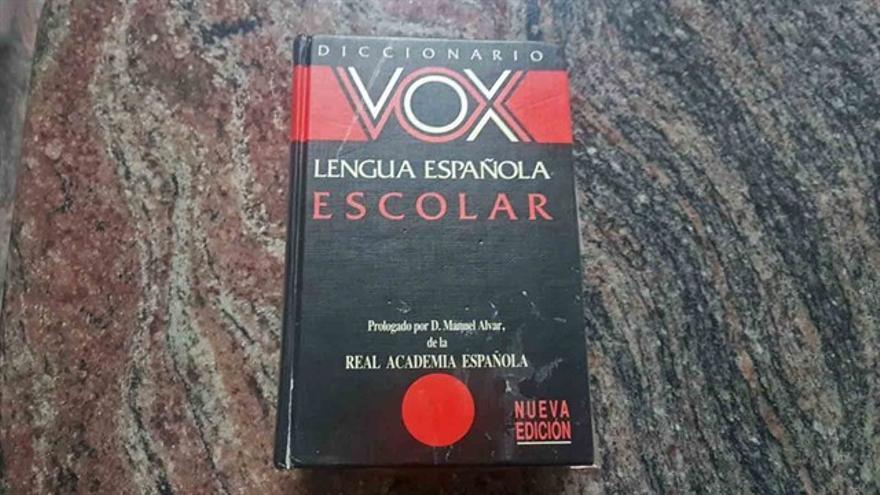 Ejemplar de un diccionario editado por Vox