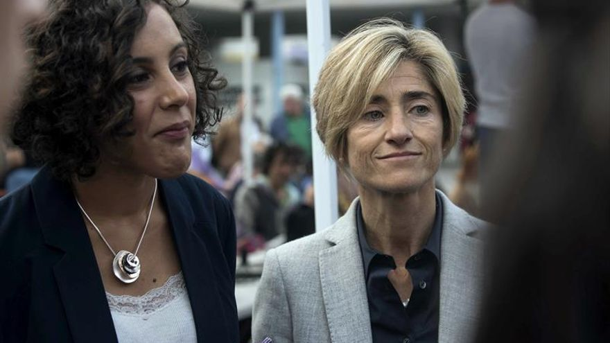 La secretaria general de Podemos Euskadi, Nagua Alba (a la izquierda), junto a Pili Zabala.