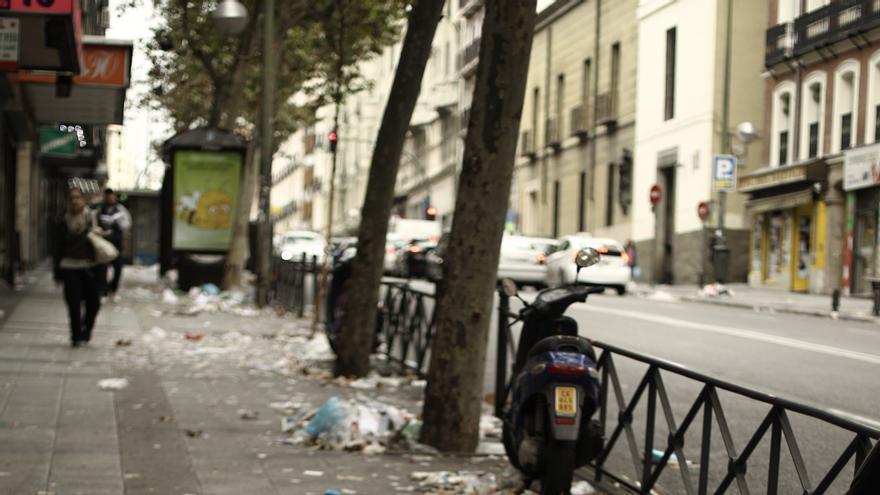 """Mato dice que a Botella """"no le hacen falta consejos"""" y que no hay riesgo sanitario por la basura acumulada en Madrid"""