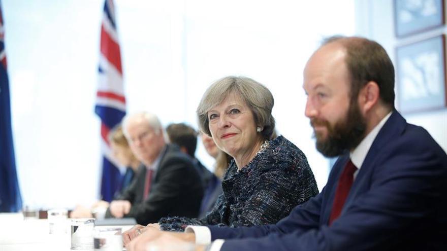 """May descarta un sistema de puntos para controlar la inmigración tras el """"brexit"""""""