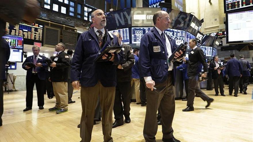 Wall Street amplia las pérdidas a media sesión y el Dow Jones cae un 0,71 por ciento